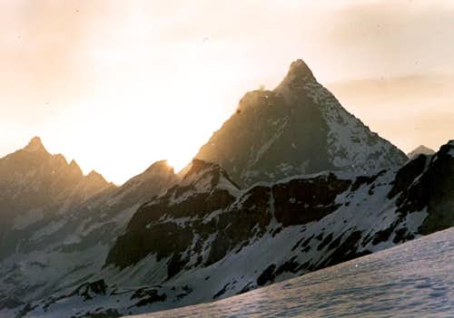 <B>From <font color=green>LITTLE MATTERHORN </font>to NORTHWEST ....... <FONT COLOR=ORANGE> AT SUNSET </FONT></B>