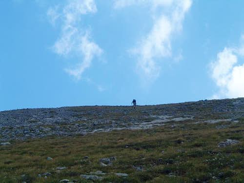 Hike up Maja Shnikut