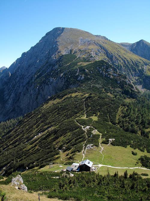 The Carl-von-Stahl hut with the Schneibstein (2276m) above