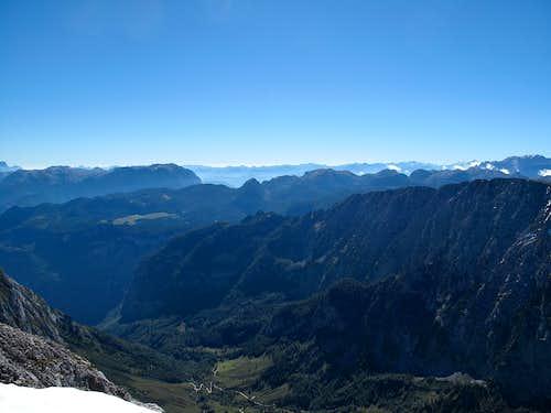 View down to the Bluntautal valley and the north precipice of the Schneibstein...