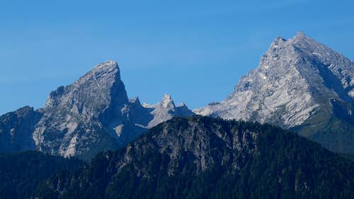 Watzmann (right), Watzmannfrau (left) and Watzmannkinder (middle) ...