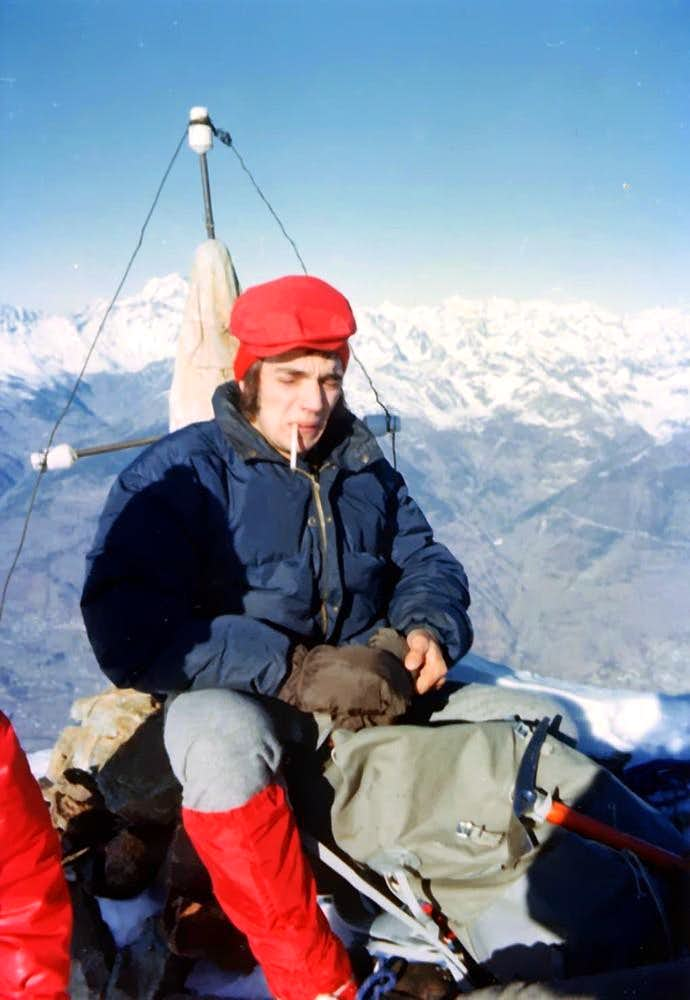Mike Burke on the EVEREST's SUMMIT? NO: Camill Roby FERRONATO in day from Gimillan EMILIUS's SUMM WINTER '75