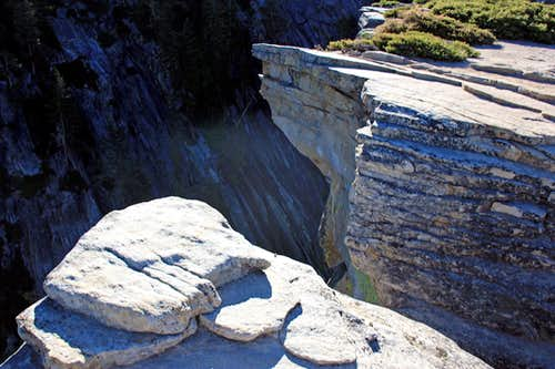 Fissure cliff at Taft Point