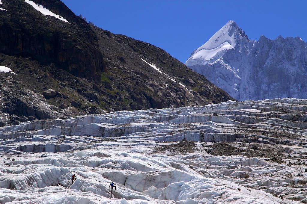 Ice climbing in Glacier d'Argentière