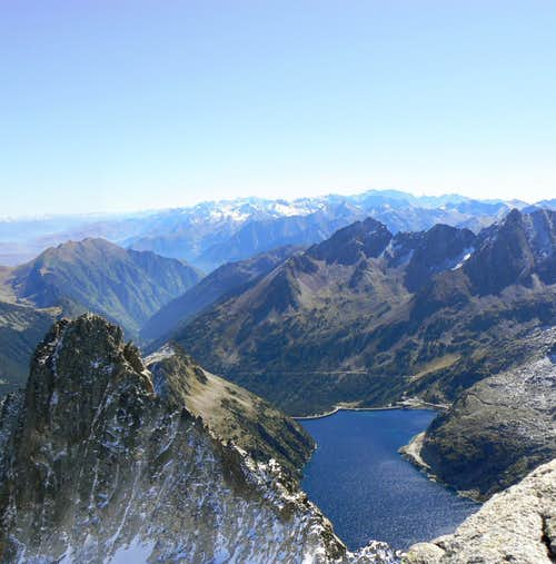 Panorama over Lake Cap de Long; the Ramoun on the left, the Luchon mountains in the distance