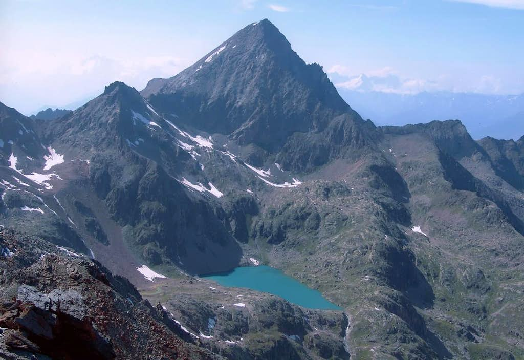 <b><font color=green>EMILIUS</font> (3559m) from <font color=green>LEPPE's Point</font> or from <font color=blue>Southeast</font> and <font color=blue>Laures's Higher Lake</font></b>