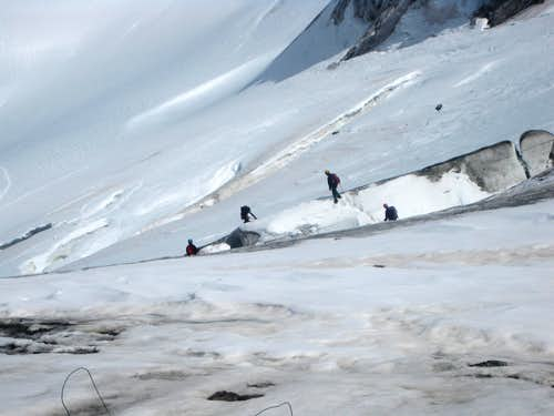 Another group negotiating the crevasses on Cedec Glacier