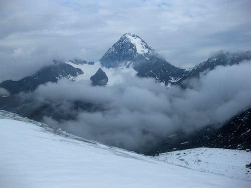 Clouds rolling in around Gran Zebru