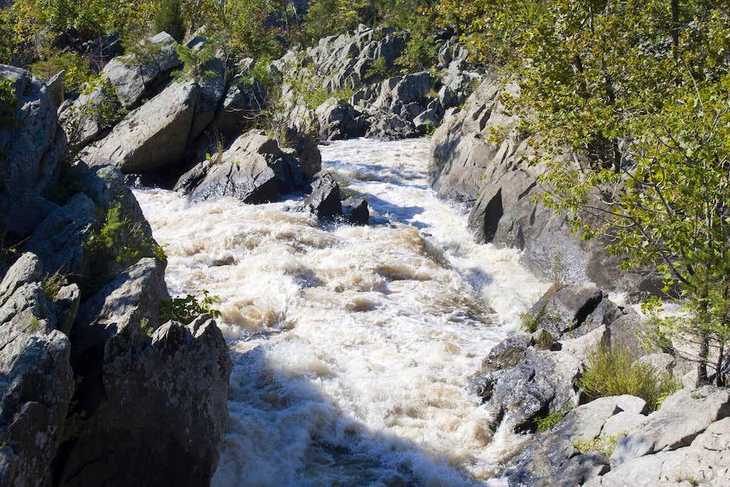 Overflowing Cascades