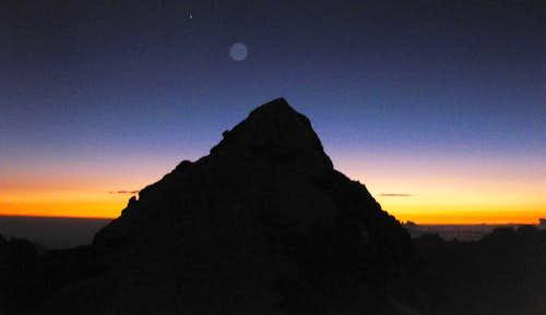Sunrise on Pequeño Alpamayo