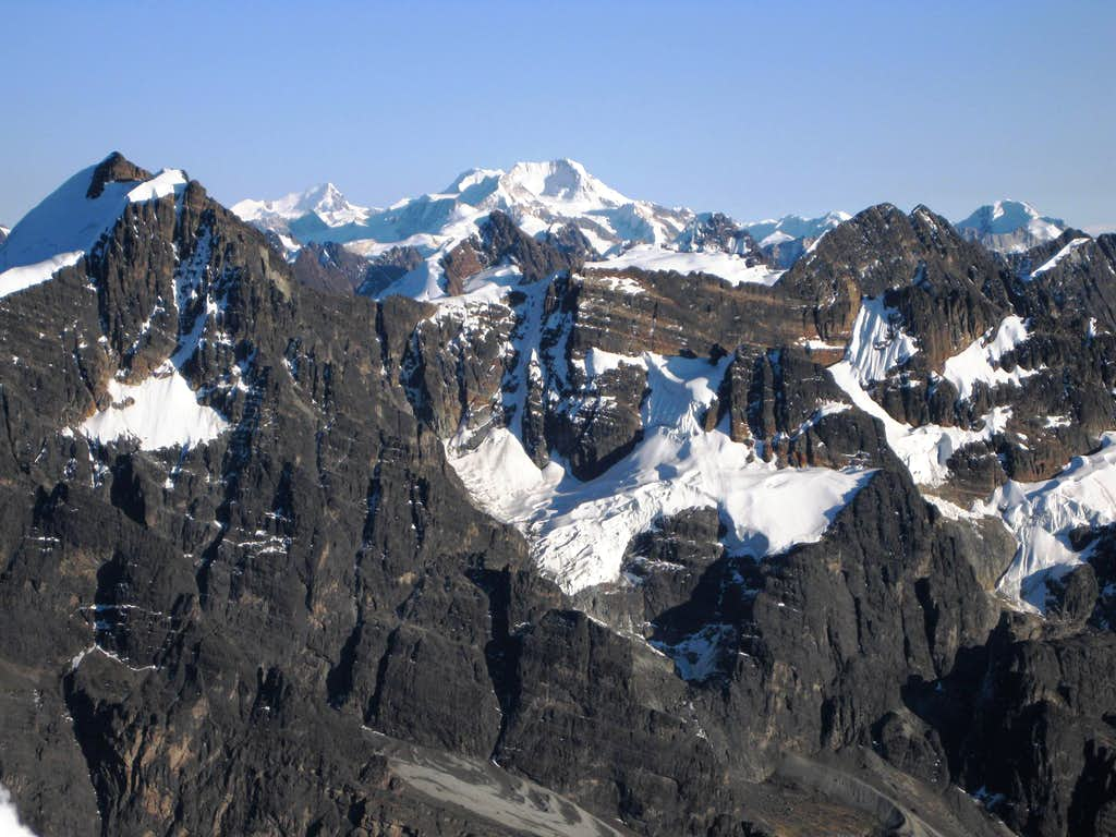 Summit view from Pequeño Alpamayo