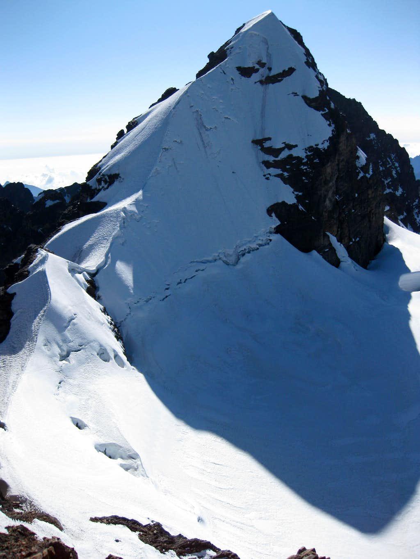 Summit ridge of Pequeño Alpamayo