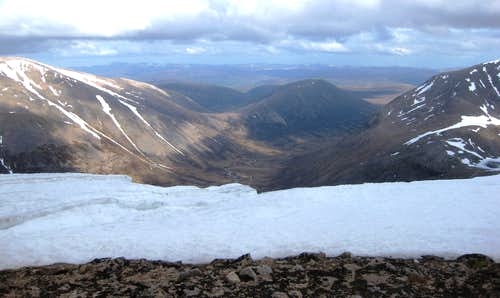 Looking south along the Lairig Ghru from Braeriarch