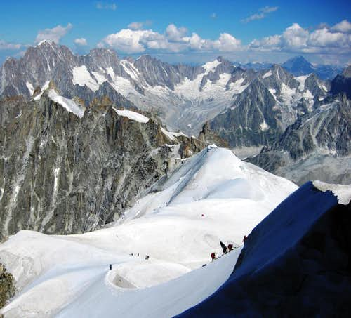 The ridge between Aiguille du Midi and Vallee Blanche