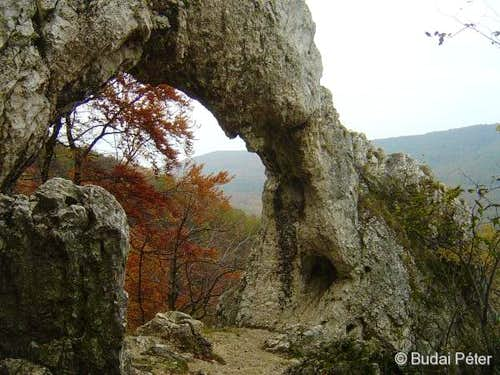 Lower arch of Vaskapu in autumn