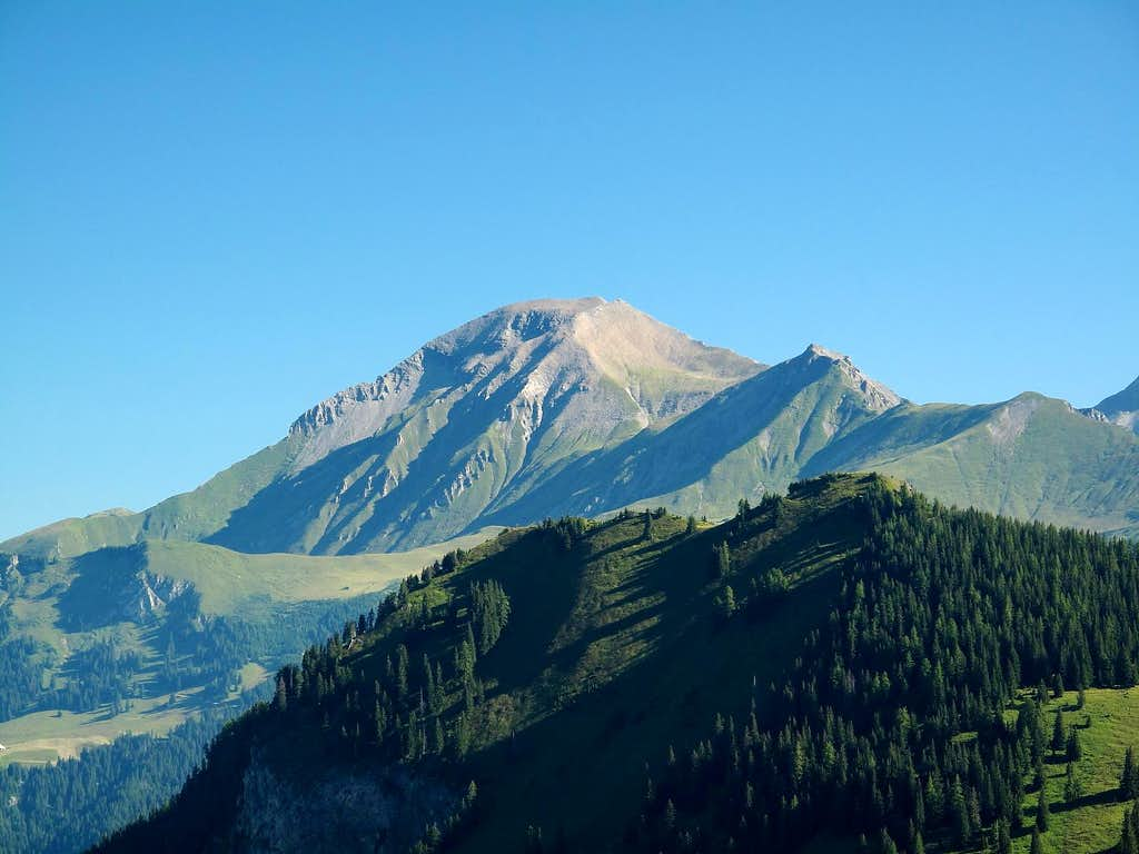 The Albrist (2762m) seen from the Rawil pass trail above Iffigenalp