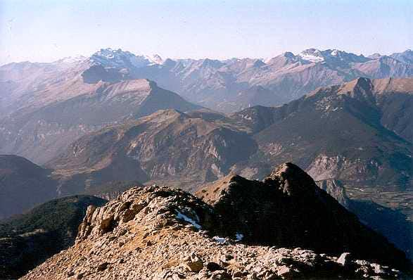 From the top of Peña de las Once, looking West to the Perdido & Munia areas