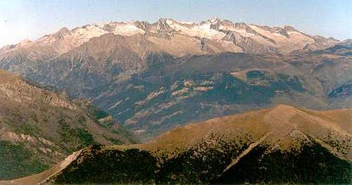 From the top of Peña de las Once, looking NE to the Maladeta range