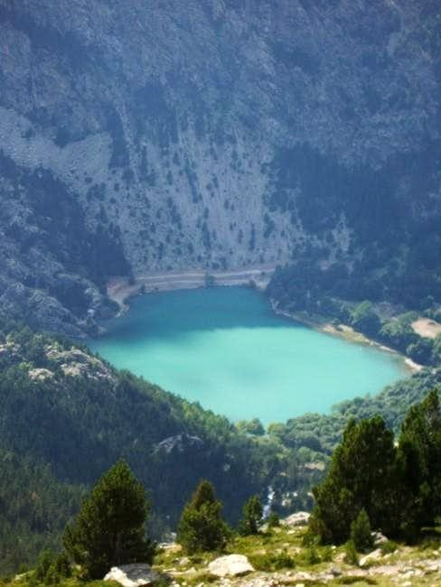The lake of Ibón de Baños,...