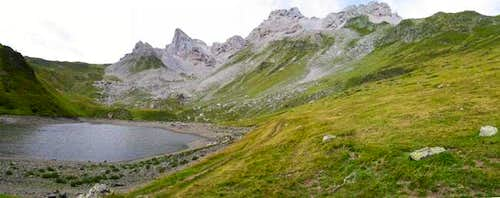 Lac d\'Lhurs on the French...