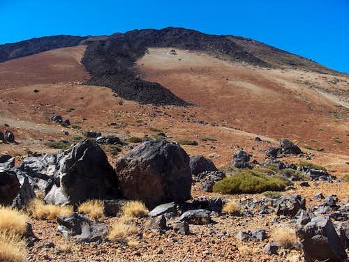 Lava flow and <i>Huevos del Teide</i>