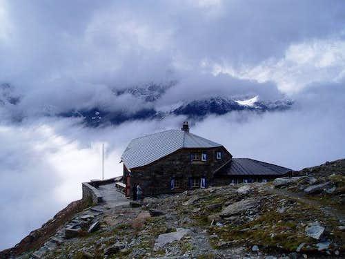 Dom hut