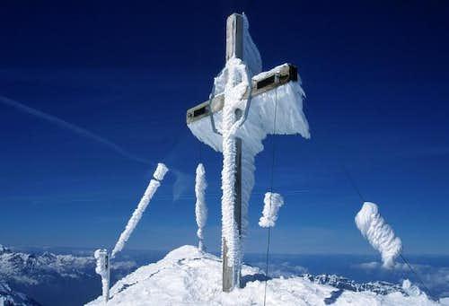 The summit cross on Clariden...