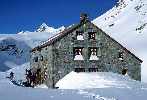Clariden hut (March 2000)