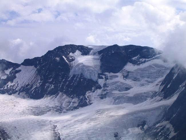 The Sonklarspitze as seen end...