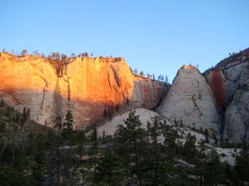 Sunrise on the West Rim Trail