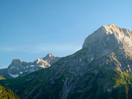 Wildgrubenspitze (2753m) and Omesberg (2558m)