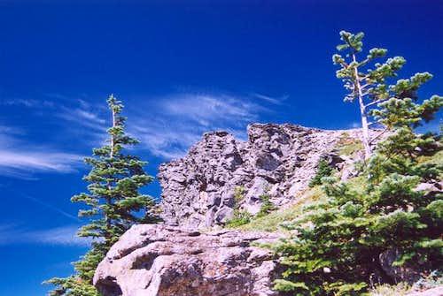 Summit rocks, Chinidere...