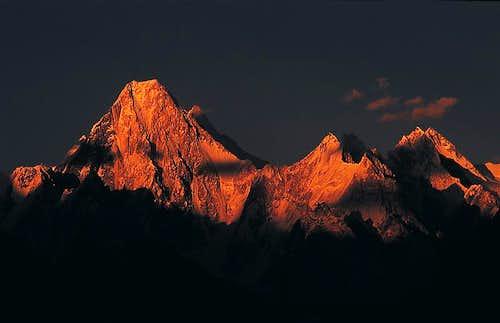 Gasherbrum IV(Left) 7,925m Gasherbrun V(Right)7321m