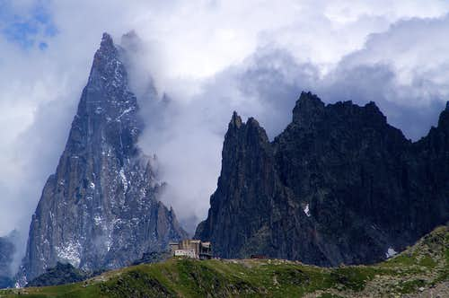 Aiguille de Grands Charmoz from the WSW