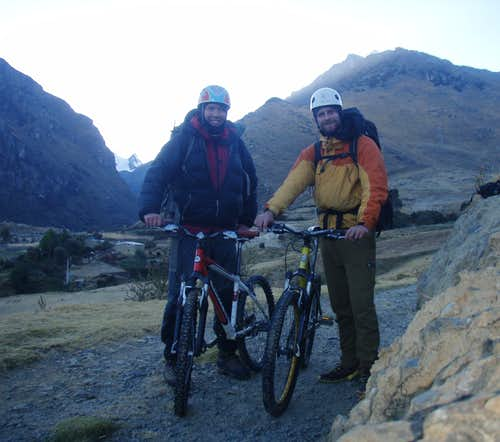 Sometime around 6.30am, Alex and Ben just outside the village of Jancu c.4000m.