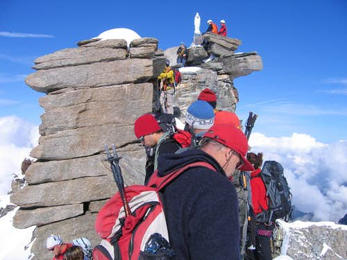 Traffic on the summit ridge of Gran Paradiso