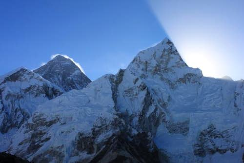 mount everest sun rise高清图片