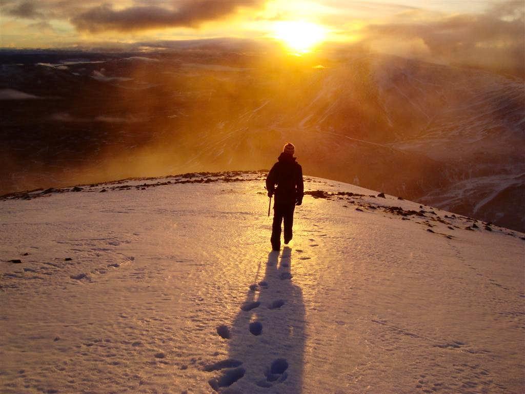 Descending Airgoid Bheinn at sunset