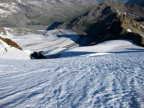 Looking down on the Pers glacier from Piz Cambrena