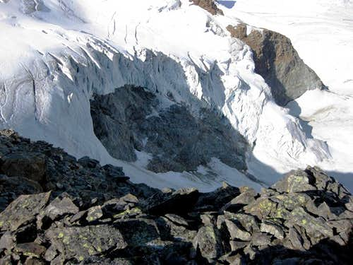 The disappearing icefall N of Piz Cambrena