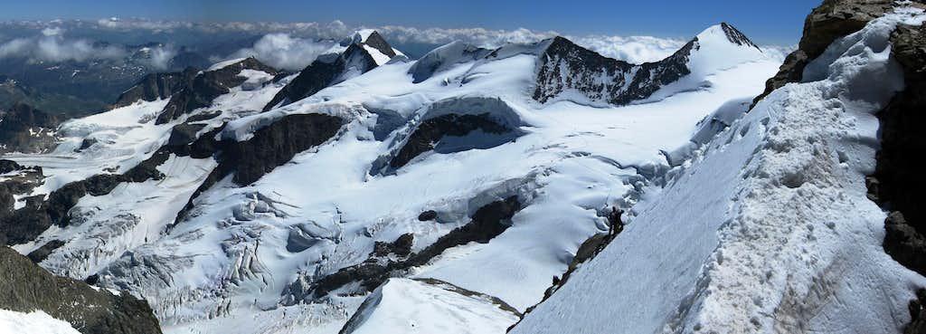 <font color=Red>Huge</font> panorama of Piz Cambrena, Piz Palü, Bellavista and Piz Zupo - from La Spedla ridge on Piz Bernina