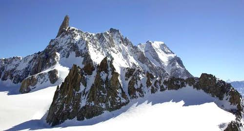 In the foreground: l\'Aiguille...