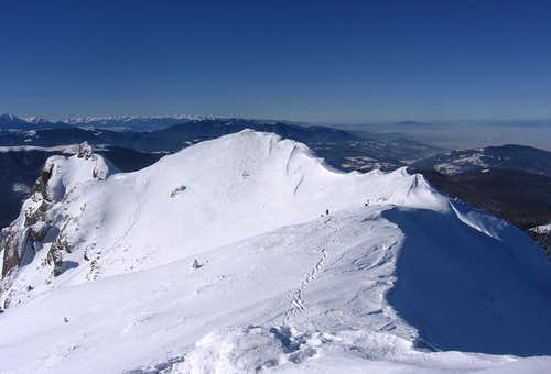 Bratocea ridge (far in the left Piatra Craiului ridge)