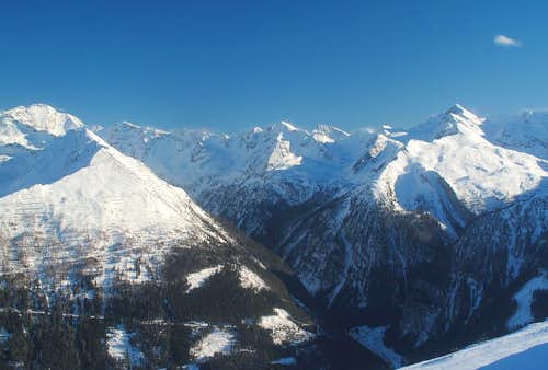 The chain of peaks between Ankogel and Gamskarlspitze