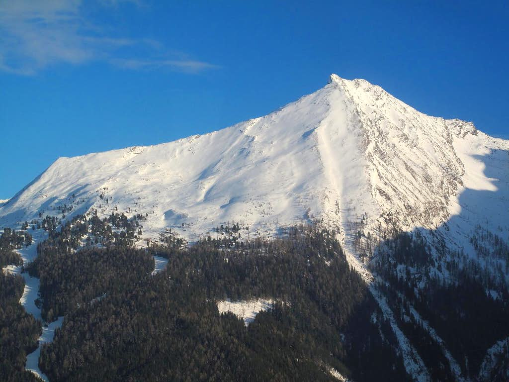 The Graukogel (2492m) in winter