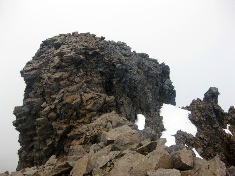 The northwestern summit of Sincholagua