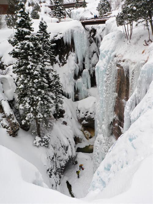 Climbers inside the gorge