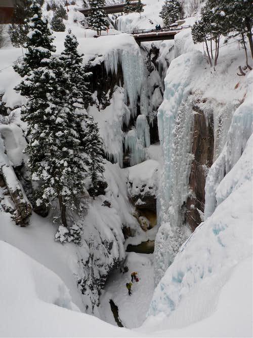 Climbers inside the gorge