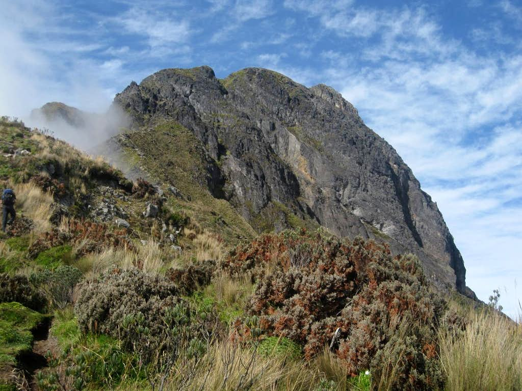 False summit of Imbabura