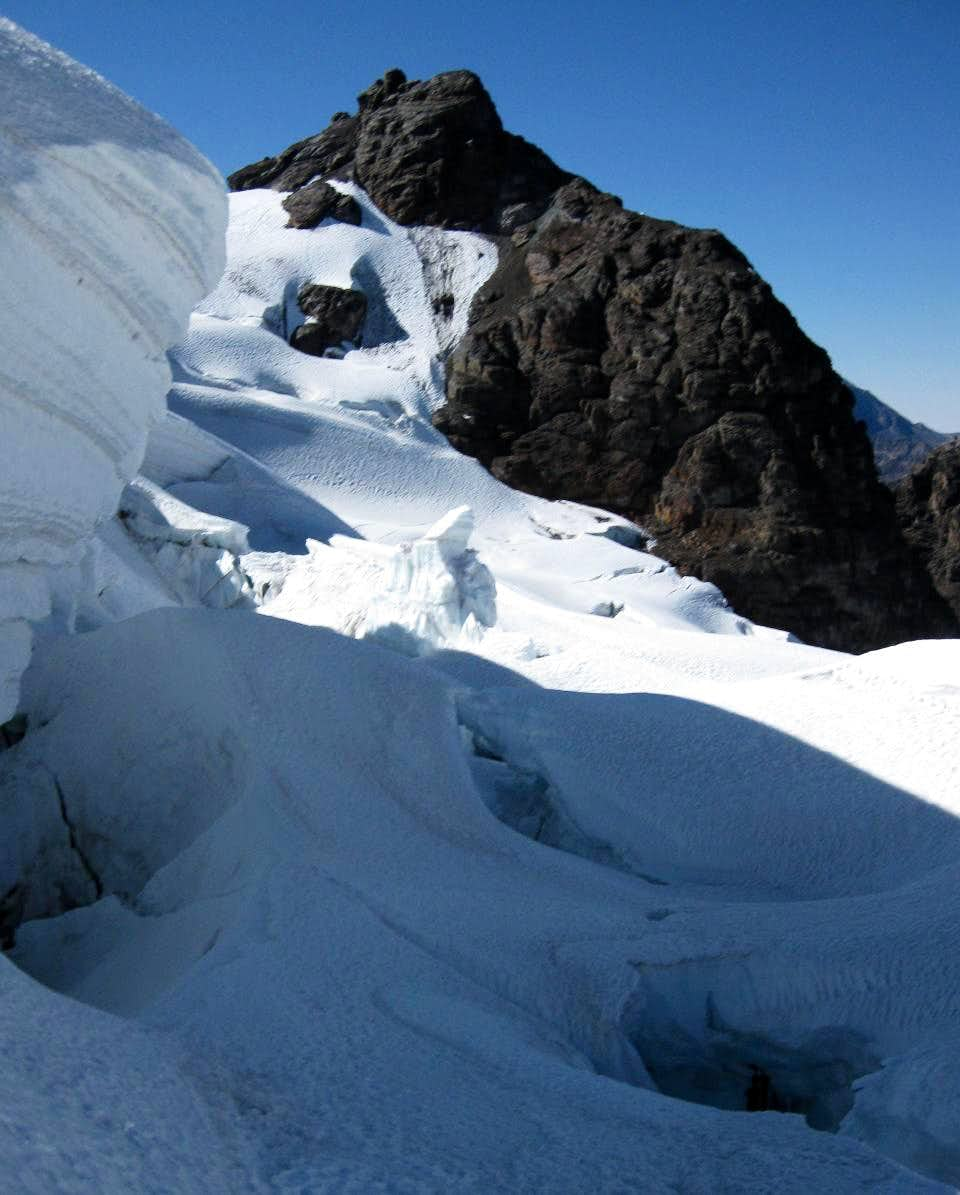 Crevasses along the route to Pequeño Alpamayo